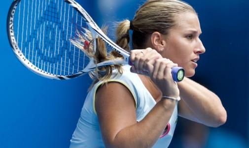 Imagen de Dominika Cibulkobá con raqueta Dunlop